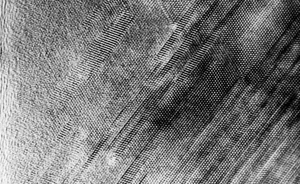 Атомная решетка кристалла под электронным микроскопом