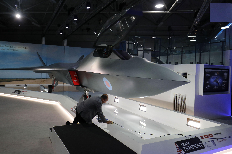 Великобритания представила истребитель с энергетическим оружием