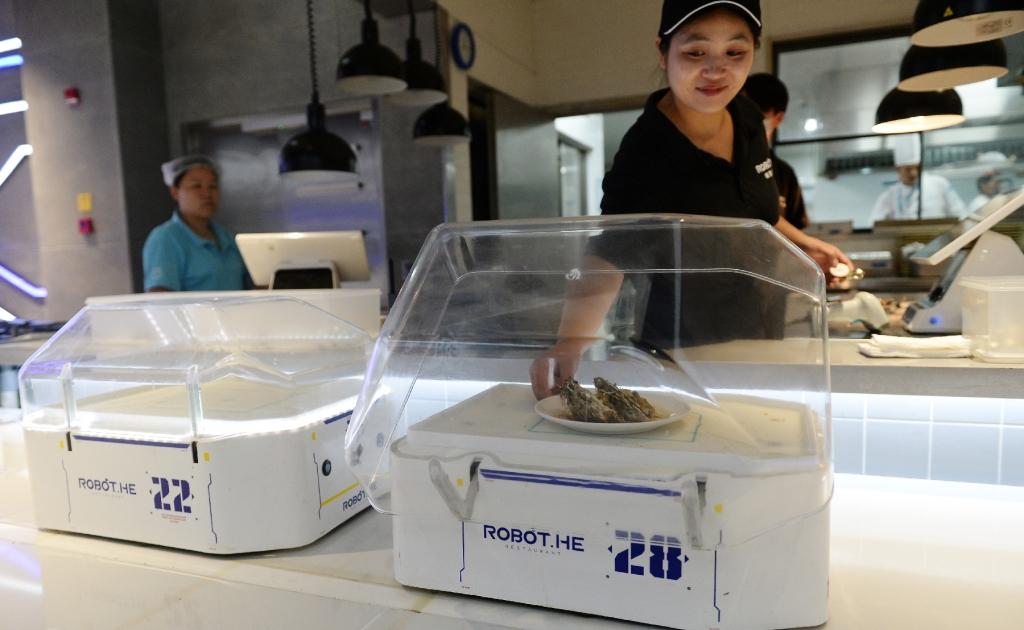 В Китае официантов начали заменять роботами