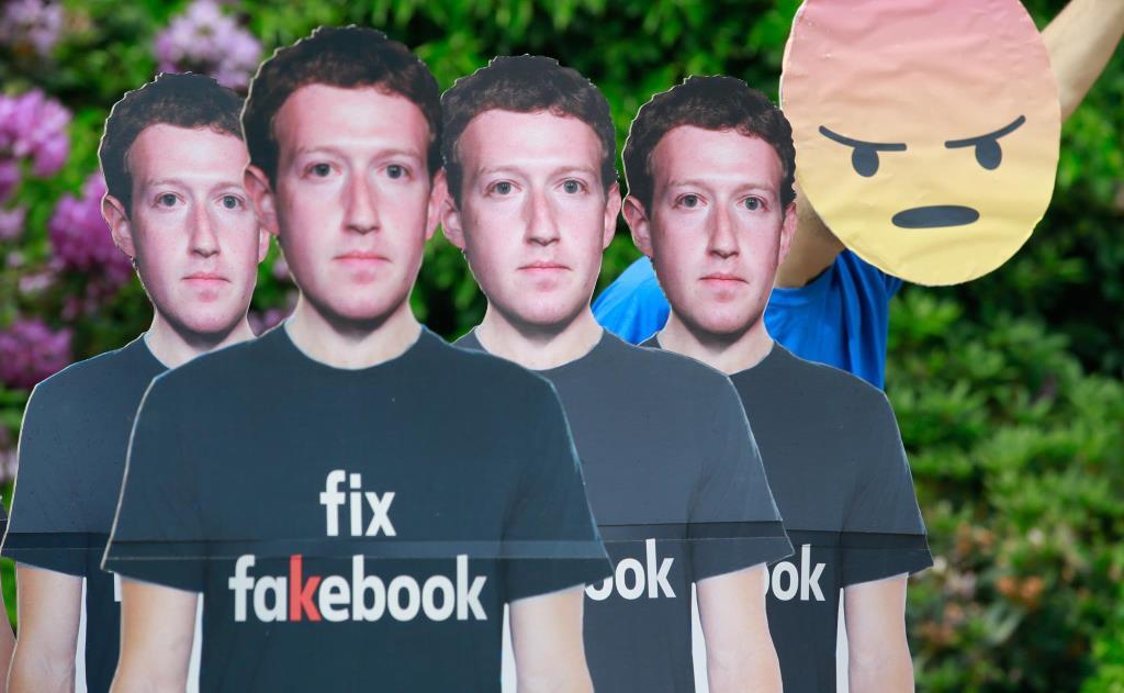 Фейсбук завели себе блокчейн-инженера