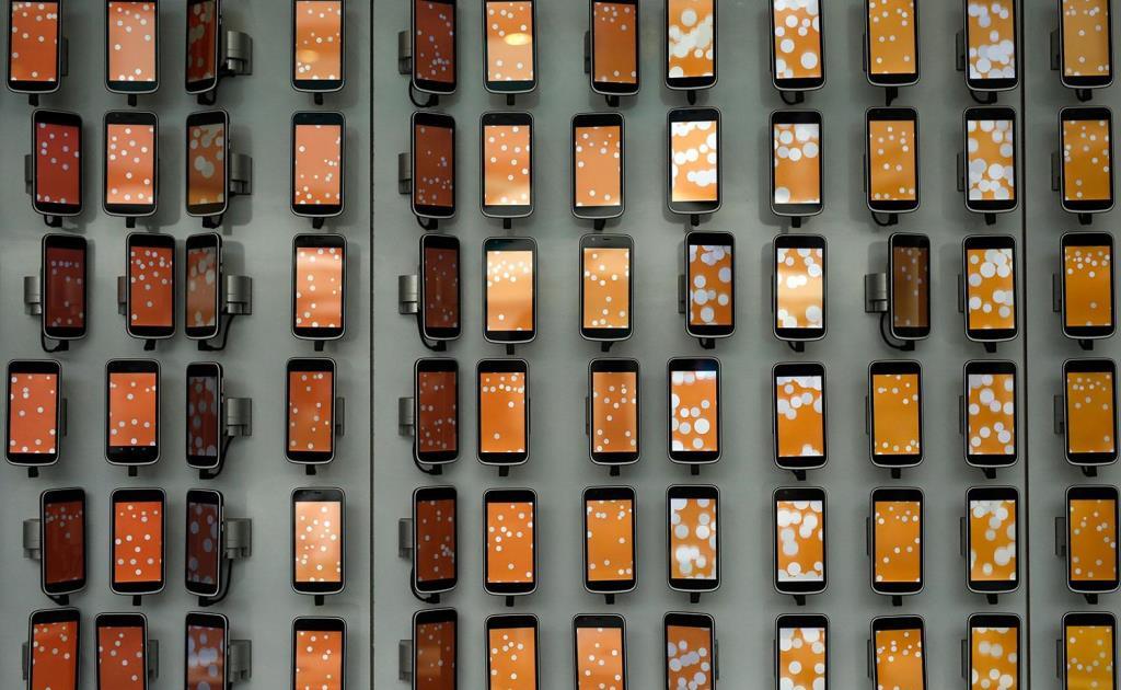 Блокчейн-смартфон, конкурент HTC, Finney оценили в $1 тыс.