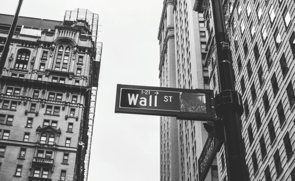 Крупнейшие банки планируют помогать инвесторам работать с криптовалютой
