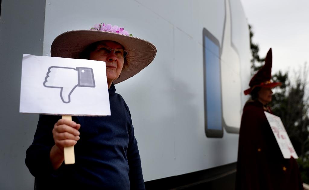 Facebook сохранит ложные новости