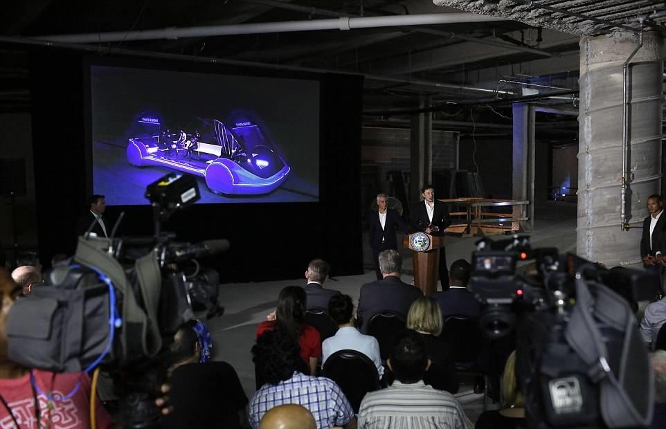 Илон Макс и мэр Чикаго Ральф Эммануэль представили новый вид транспотра