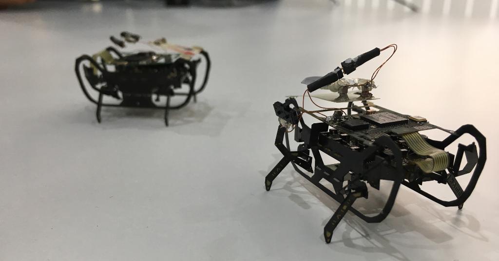 Роботы-жуки для ремонта двигателей самолета