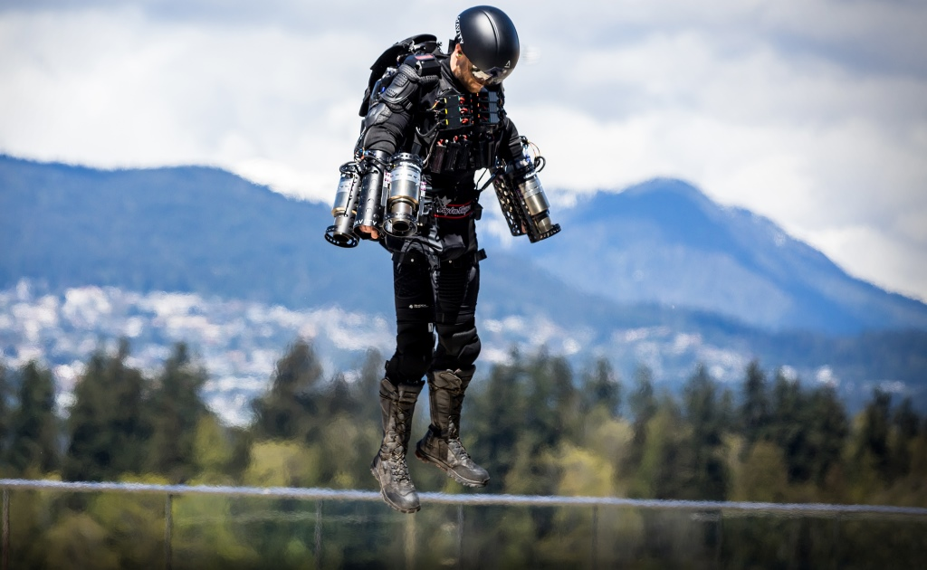 Создан реактивный костюм для полетов
