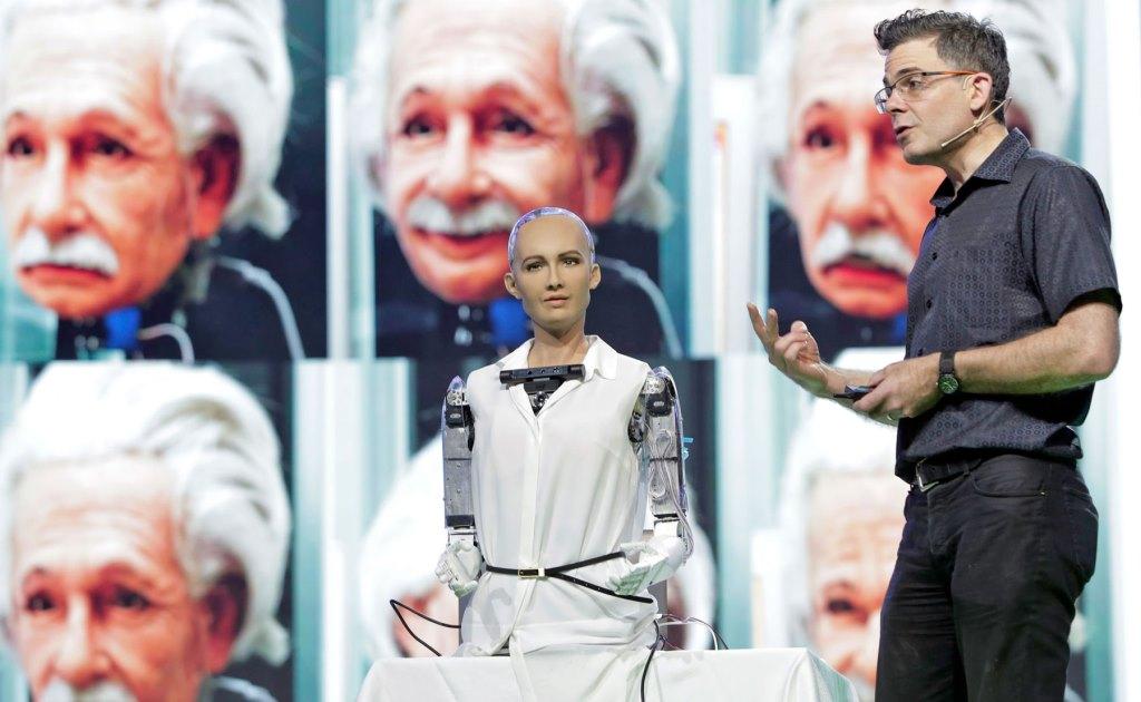 София, один из самых знаменитых роботов, приедет в Баку