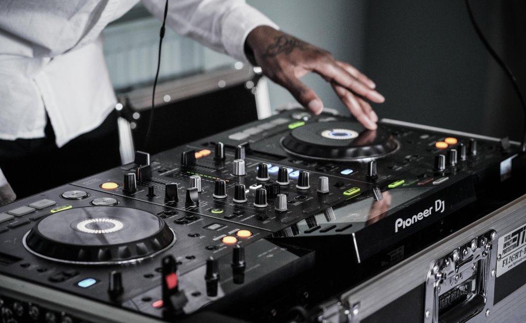 Новая технология передачи звука заменит наушники