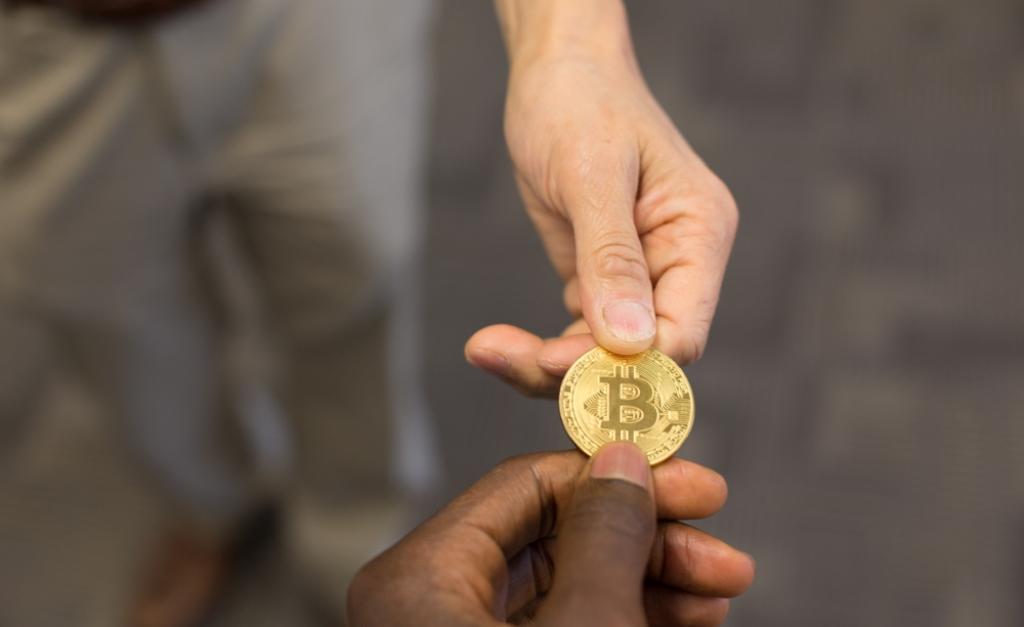 Bitfinex вынуждает своих пользователей предъявить налоговые данные