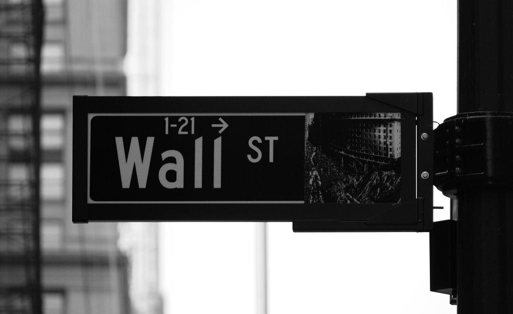 Компании с Уолл-стрит продолжают игнорировать криптовалюту