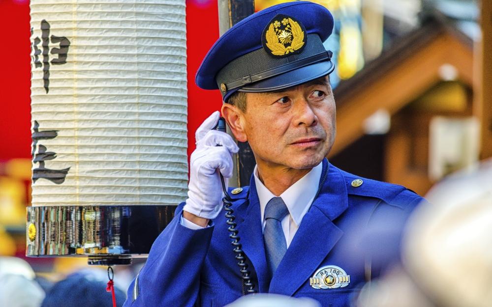 японский полицейский, Япония, туризм, биткойн, мошенники